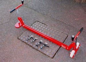 Mustang Chinook Manhole Cover Lifter